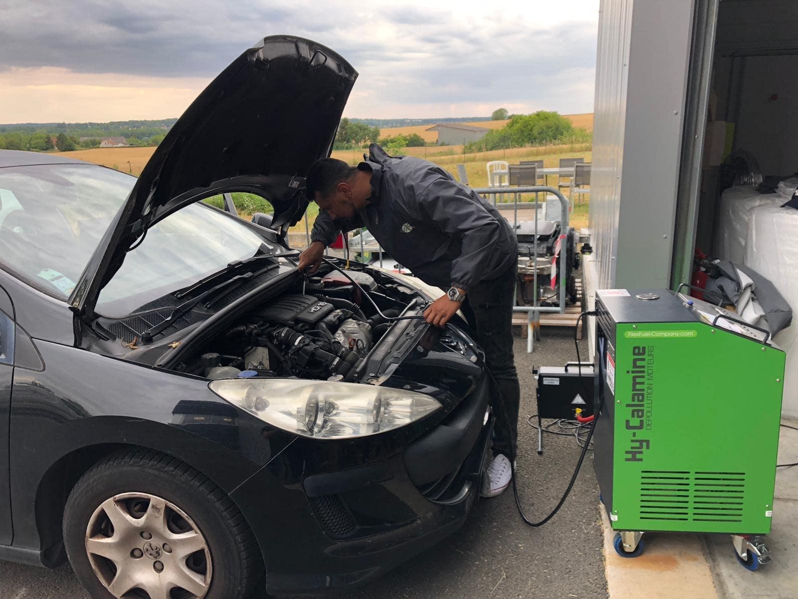 décalaminage d'un moteur de voiture