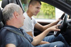Les avantages et inconvénients de la conduite accompagnée